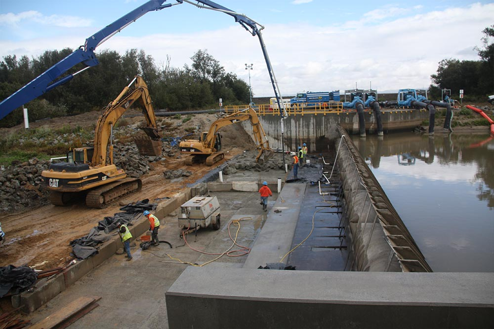 Don Chapin redymix in Salinas River Dam